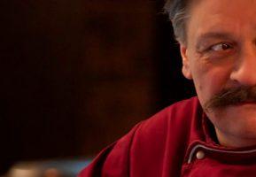 Самый известный шеф-повар России трапезничает в Гармошке