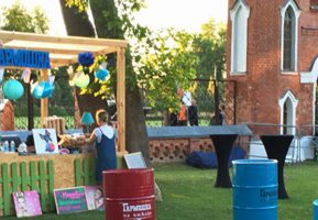Гармошка устроила гастрономический праздник на «Музыке в парке Рамонского замка»