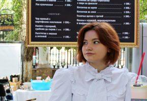 Гармошка угощала гостей фестиваля «Привет, еда!» традиционными русскими кушаньями